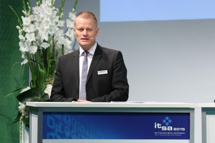 Torsten Henn, secunet, berichtete den Studierenden aus seinem Unternehmen.