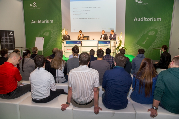 """Paneldiskussion zum Thema """"Berufseinstieg - Vorsprung durch IT-Sicherheit?""""."""