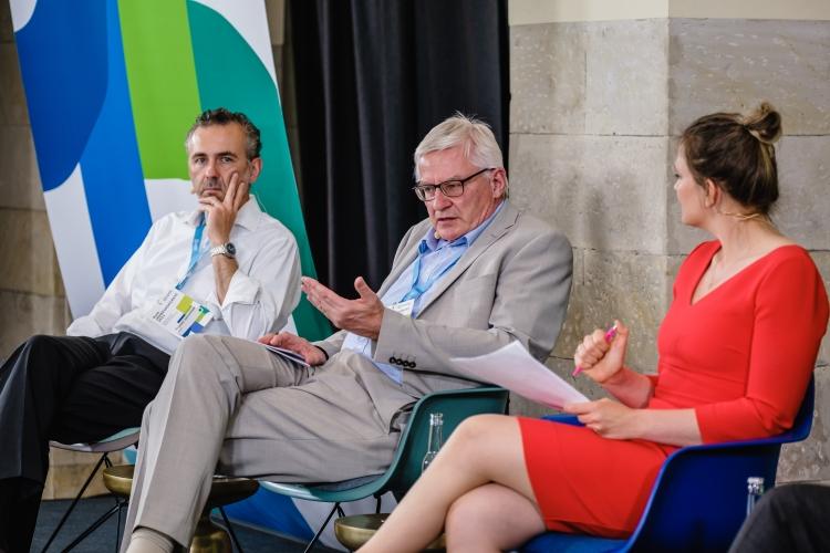 Eröffnungspanel auf dem DsiN-Jahreskongress: v.l.n.r. Thomas Jarzombek (MdB, BMWi),  Michael Heyn (Abteilungsleiter beim BfDI), Dr. Sarah Tacke (Moderation),