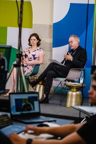 BMFSFJ-Staatssekretärin Juliane Seifert und BMJV-Staatssekretär Prof. Dr. Christian Kastrop auf dem DsiN-Jahreskongress 2021