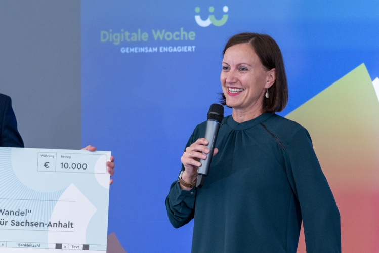 Verleihung des Digitalen Vereinsmeiers 2021 - Sulamith Fenkl-Ebert (Freiwilligen-Agentur Halle-Saalkreis e.V.)