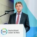 Staatsekretär und Beauftragter für Informationstechnik Klaus Vitt begrüßte die Teilnehmder des DsiN-Jahreskongresses