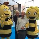 Biene Maja und  DsiN-Vorstandsvorsitzender Dr. Thomas Kremer und Joachim Schulte vom Digital-Kompass auf dem Tag der offenen Tür der Bundesregierung 2019