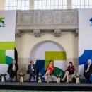 Diskussionsforum A: Superwahljahr 2021 v.l.n.r.: Arne Schönbohm (Präsident BSI), Stephan Micklitz (DsiN-Mitglied Google), Dr. Sarah Tacke (Moderation), Prof. Dr. Ulrike Rockmann (stellv. Landeswahlleiterin Berlin), Alexander Handschuh (Sprecher DStGVB)