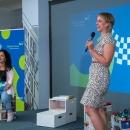 """Verleihung des Digitalen Vereinsmeiers 2021 - Personen v.l.n.r.: Moderatorin Janina Nagel, Anna-Katharina Friedrich (Referentin Engagementförderung DSEE, Sprecherin BBE-AG """"Engagement und soziale Gerechtigkeit"""")"""