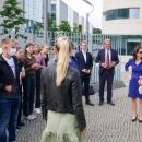 Die achte Klasse des Goethe-Gymnasiums in Frankfurt am Main im Gespräch mit myDigitalWorld Wettbewerbspatin und Ministerin für Digitales, Dorothee Bär