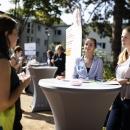Im großen Sommergarten der Berliner Stadtmission informierten Partner:innen und Projekte über ihre Angebote.