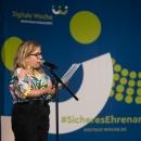 Für Unterhaltung zwischen den Panels sorgte die Künstlerin Ninia LaGrande mit ihrem Poetry-Slam.