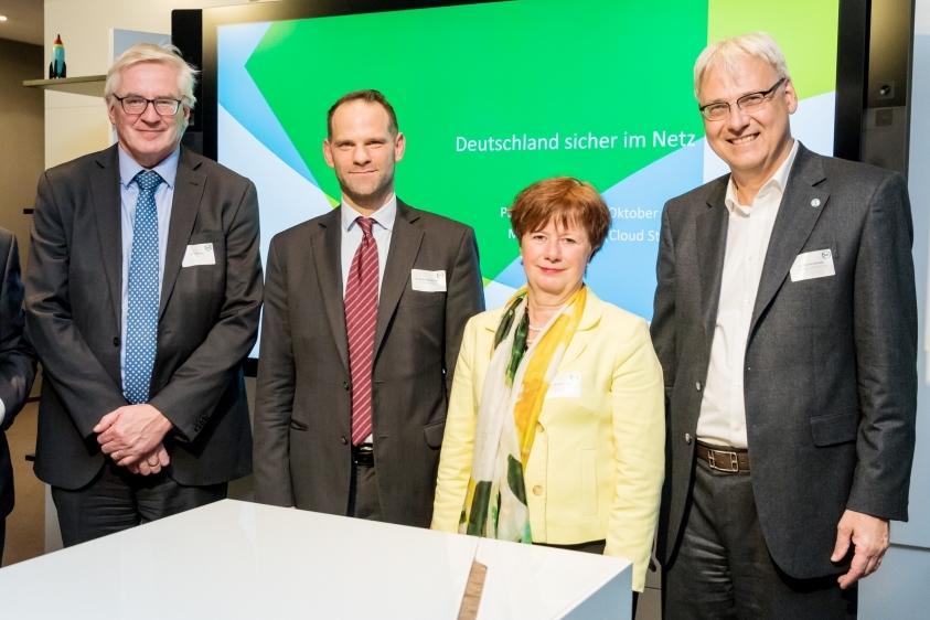 Dr. Thomas Kremer (DsiN) Dr. Reinermann (VdS) Michael Heyn (BfDI) Iris Henseler-Unger (WIK)