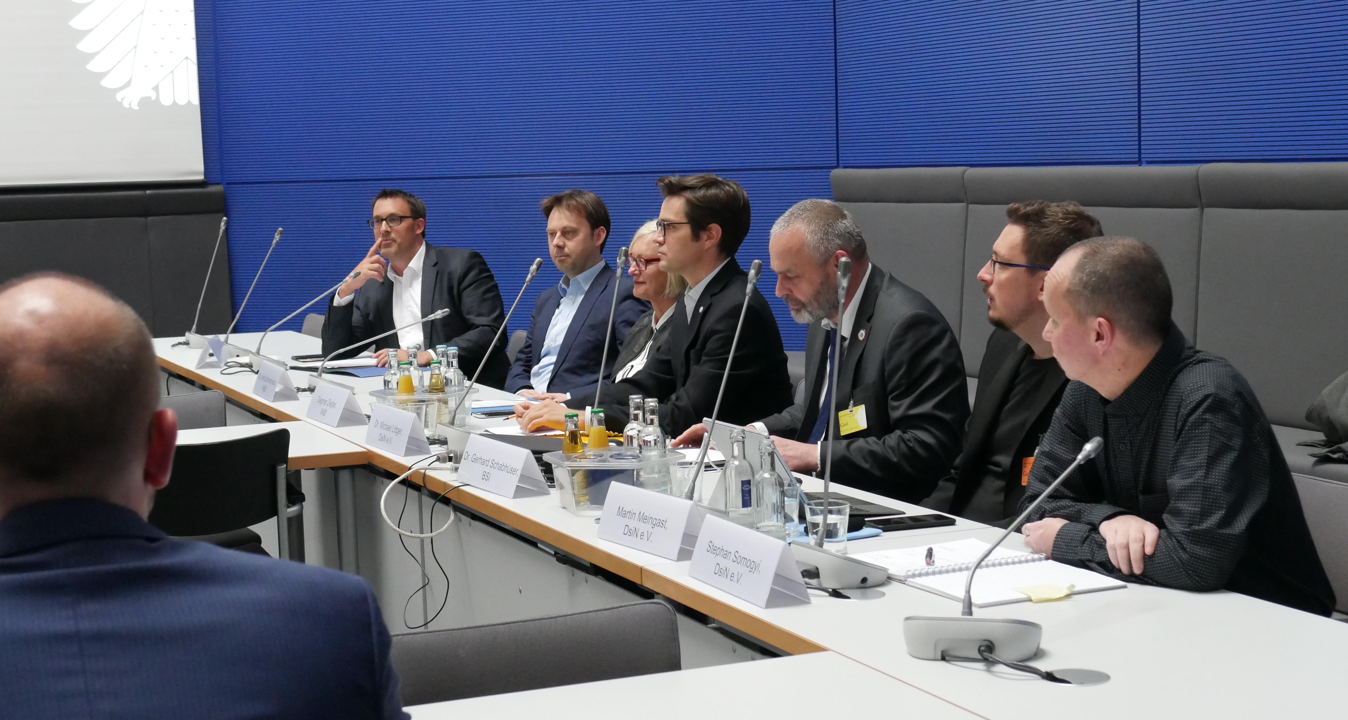Politiker sicher im Netz: PolisiN-Auftakt bei der SPD-Fraktion im Bundestag