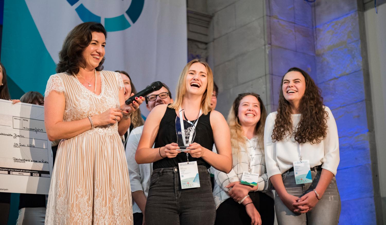 Staatsministerin Dorothee Bär interviewte die myDigitalWorld 2019 Gewinnerklassen zum Thema Künstliche Intelligenz